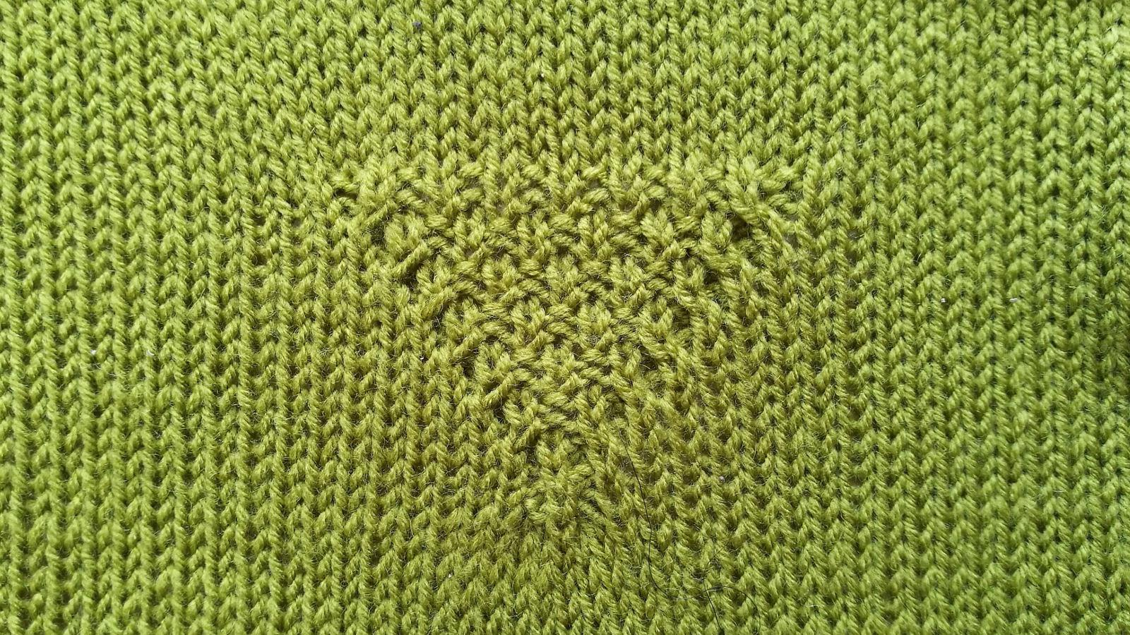 double seed stitch V cable panel wrong side